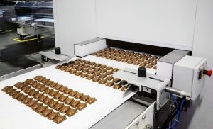 Quality plus quantity: Advanced production lines output chocolate and confectionery quickly and reliably. (Photo: Bühler)